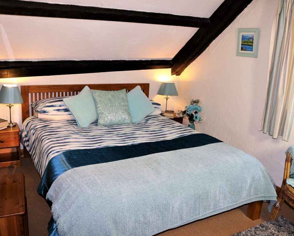 Kingsize bed in Buddleia, Dittiscombe