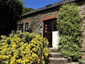 Buddleia dog-friendly cottage at Dittiscombe